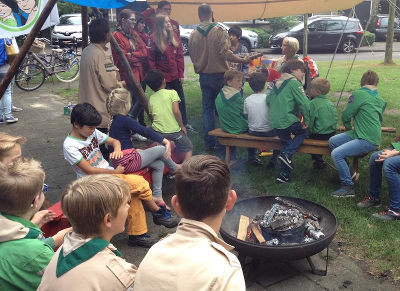 Kampvuur bij scouting St. Jozef in Hooglanderveen - Vathorst